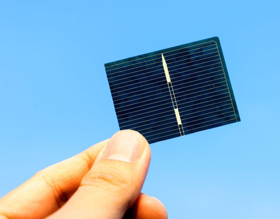 ¿Cómo se produce la electricidad en las celdas fotovoltaicas?