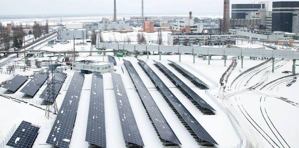 Después de 30 años del accidente nuclear más grave de la historia, Chernóbil apuesta por la energía solar