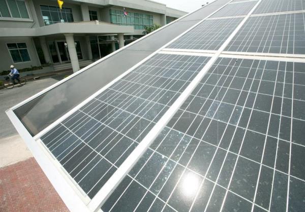 Crean paneles solares que funcionan bien en días lluviosos o con niebla